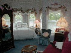 windows r fucking sweet Room Ideas Bedroom, Bedroom Inspo, Bedroom Decor, Dream Rooms, Dream Bedroom, Grunge Room, Vintage Room, Aesthetic Room Decor, Cozy Room