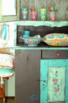 Wil je graag styling advies, kom dan kijken op de website www.littledeer.nl #zomer #kleurrijk #inspiratie #wonen #bloemen