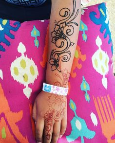 Paste on and day old stain Art with Anndell at the 2016 Sioux Empire Fair #siouxempirefair2016 #artwithanndell #siouxempirefair #hennaartist #hennadesign #hennahand