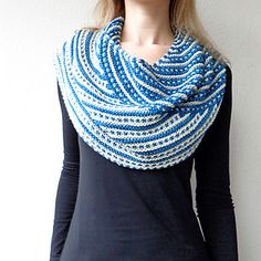 Water Rings pattern by Lisa Hannes Knit Cowl, Knitted Shawls, Crochet Scarves, Knit Crochet, Crochet Things, Knitting Yarn, Knitting Patterns, Lisa, Water Rings