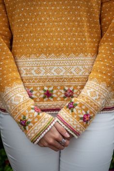 Easy Knitting Patterns for Beginners - How to Get Started Quickly? Fair Isle Knitting Patterns, Fair Isle Pattern, Knit Patterns, Fair Isle Pullover, Pull Jacquard, Fair Isles, Hand Dyed Yarn, Pulls, Knitting Projects
