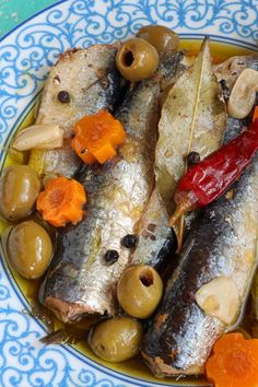 Homemade Spanish Sardines: Make your own homemade Spanish Sardines with this super easy recipe. Store them in jars to give to your friends or to sell. No pressure cooker needed. Another great find I got from my dear sister-in-law, ate Mia, on our Sardine Recipes, Fish Recipes, Seafood Recipes, Cooking Recipes, Healthy Recipes, Fish Dishes, Seafood Dishes, Fish And Seafood, Portuguese Recipes