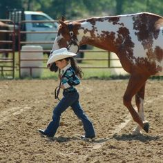 People come and go but horses leave hoof prints in our hearts Little Cowgirl, Cowboy Girl, Cowboy Baby, Camo Baby, Cowboy Cowboy, Cute Horses, Beautiful Horses, Cute Baby Girl, Cute Babies