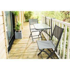 Table de balcon pliante. La table s'adapte à tous types de balcon. Après usage elle se replie le long du balcon.Structure en acier peinture tout temps .Plateau en verre trempé. Dimensions ouverte : 50 x 90 cm