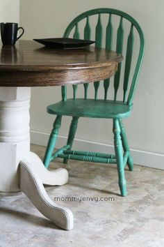use diy chalk paint to refinish an old oak table and chairs! best