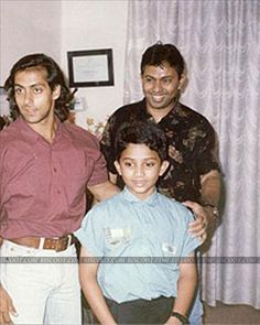 OMG, look at the long haired Salman! The actor looks quite cute in his yesteryear style.