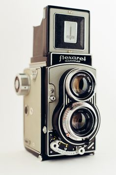 Flexaret VII Automat twin-lens reflex camera made by Meopta. Camera takes 6×6 format photographs using 120mm film.  Year: c. 1960s