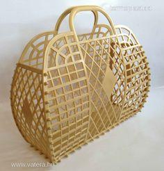 Retro műanyag strand táska Beige bézs - 1850 Ft - Nézd meg Te is Vaterán - Női strandtáska - http://www.vatera.hu/item/view/?cod=2048367821