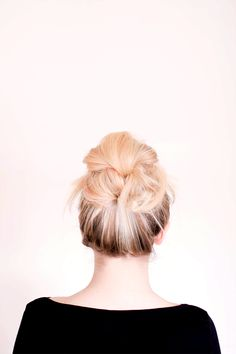 Perfect tutorial for a messy bun for long hair