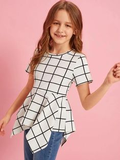 To find out about the Girls Grid Print Hanky Hem Top at SHEIN, part of our latest Girls Blouses ready to shop online today! Dresses Kids Girl, Cute Girl Outfits, Kids Outfits Girls, Cute Casual Outfits, Girls Fashion Clothes, Tween Fashion, Fashion Outfits, Fashion Trends, Look Girl