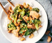 An easy recipe of chicken stir fry with cashew nuts ready in minutes! Asian Recipes, Ethnic Recipes, Chinese Recipes, Chicken Stir Fry, Chinese Food, Meal Planning, 20 Minutes, Chicken Recipes, Food Porn