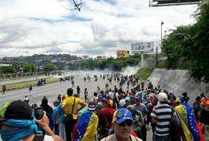 Marcha convocada por la MUD hacia el TSJ hoy #22Jul fue reprimida por la GNB - http://www.notiexpresscolor.com/?p=176405