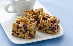Banana Nut Cheerios® cereal and peanut butter stir up into an easy no-bake snack bar. (Corey snack for school) Cereal Treats, Cereal Bars, No Bake Snacks, Easy Snacks, Healthy Snacks, Healthy Eating, Kid Snacks, Banana Nut Cheerios, Cheerios Cereal