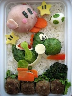 Wall-E How cool would it be if your mom made you these bento boxes? Bento is a home-packed meal common in Japanese culture. A traditional bento consists Japanese Food Art, Japanese Lunch Box, Japanese Mom, Cute Food, Good Food, Funny Food, Get Thin, Bento Recipes, Bento Box Lunch