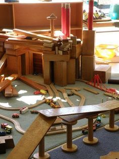 Wonderful wooden block play for play based learning. Play Based Learning, Learning Through Play, Learning Centers, Early Learning, Play Spaces, Learning Spaces, Learning Environments, Reggio Emilia, Block Center