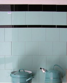 Bathroom Inspiration, Interior Inspiration, Tuile, Lets Stay Home, Vintage Kitchenware, Kitchen Tiles, Cool Walls, Home Deco, Small Bathroom