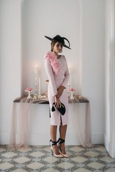 Look invitada boda: algodón de azúcar Sin categoría - Confesiones de una Boda Dresses For The Races, Dresses With Sleeves, The Dress, Dress Skirt, Kentucky Derby Outfit, Derby Outfits, Races Outfit, Mode Chic, Beautiful Gowns