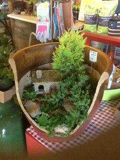 broken-pot-fairy-garden-2 - Copy
