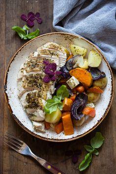 Norske rotgrønnsaker med kylling - Ida Gran Jansen Thai Yellow Curry, Cobb Salad, Acai Bowl, Food And Drink, Cheese, Breakfast, Health, Cilantro, Acai Berry Bowl