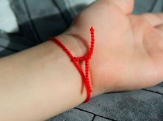 Put a RED THREAD in your left hand and watch what happens Healthy Marriage, Healthy Relationships, Red Rope, Love You Very Much, Money Spells, If You Love Someone, You Left, Natural Health Remedies, Left Handed