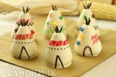 Speaking of perfection… now check out these Thanksgiving cake pops. The teepees really got me. Make the turkey cake pops HERE and the teepee cake pops HERE at Miss Candiquik. Mini Cakes, Cupcake Cakes, Cup Cakes, Thanksgiving Cake Pops, Thanksgiving Decorations, Cakepops, Turkey Cake, Edible Crafts, Cake Bites