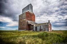 The Tale of Rival, North Dakota, Which Never Had a Chance The now-abandoned town was supposed to be rivals with Lignite, N., but it failed. Abandoned Castles, Abandoned Mansions, Abandoned Houses, Abandoned Places, Old Houses, Haunted Houses, Olympic Venues, Abandoned Amusement Parks, Mysterious Places
