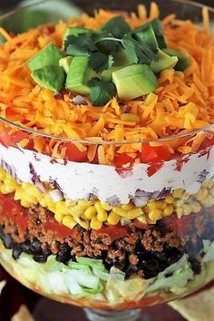Layered Taco Salad {For a Crowd or Family Taco Night!} Layered Taco Salad {For a Crowd or Family Taco Night!} Traditional Seven Layer SMake-Ahead Layered SaladFamily favorite! Taco Salad Recipes, Appetizer Recipes, Beef Recipes, Cooking Recipes, Healthy Recipes, Avocado Recipes, Trifle Bowl Recipes, Trifle Desserts, Salad Recipes For Dinner