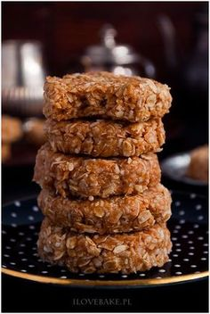 ciasteczka fit owsiano-kokosowe bez pieczenia Cooking Recipes, Healthy Recipes, Happy Foods, Cake Cookies, Granola, Deserts, Food And Drink, Sweets, Meals