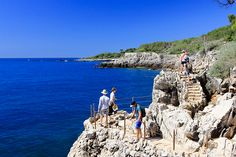 Travel guide to Antibes. Where to stay and what to see and do in this luxurious town. Photography and info about hiking, markets, old town, and beaches. Rent A Villa, Seaside Towns, Antibes, French Riviera, Sandy Beaches, Nice View, Old Town, Great Places, Provence