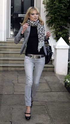 kate-moss-street-style-printed-scarf-mary-jane-shoes.jpg (450×795)