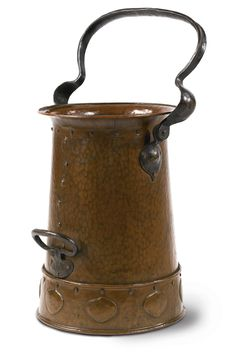 Gustav Stickley COAL BUCKET, MODEL NO. 351 hand-hammered copper and wrought iron 24 in. cm) high with handle fully extended circa 1905 Copper Vessel, Hammered Copper, Antique Copper, Craftsman Style Decor, Art Nouveau, Gustav Stickley, Metal Mailbox, Copper Work, Mission Furniture