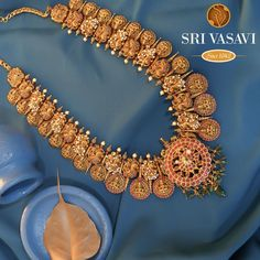 Antique Gold Necklace With Kundan Stones ~ South India Jewels Bridal Jewelry, Gold Jewelry, Gold Necklace, Necklace Set, Indian Gold Jewellery Design, Necklace Online, Gold Price, Temple Jewellery, Necklace Designs