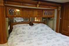 2004 Newmar Essex RVIA - 10055124, Class A - Diesel RV For Sale By Owner in Clear creek, Indiana | RVT.com - 347857 Diesel For Sale, Rv For Sale, Dock Lighting, Motorhomes For Sale, Window Awnings, Roof Vents, Heating Systems, Interior Lighting, Glass Door