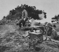 Imperial Japanese Army Type 92 Heavy machine gun crew.  九二式重機関銃