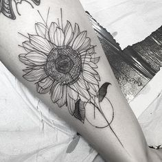Sunflower da maria ________________________________________________April 25th - May 6th: Lille, France @lamachineinfernaletattoo ____May 9th - May 25th: @sbldnttt England_____ May 30th - June 10th: to die for tattoo Leverkusen, Germany Feel free to contact me and make your appointment: Fredaoart@gmail.com See you soon!