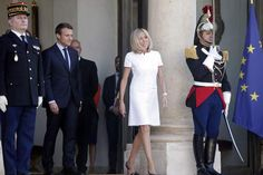 Superbe dans sa robe blanche à la coupe seventies, Brigitte a un peu volé la vedette à son époux