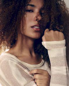 As lindas e sensuais modelos na fotografia de Felipe Gonçalves - Emily Serafim