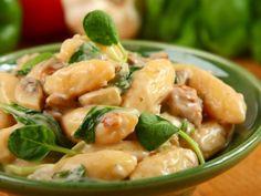Gnocchi se špenátem a houbovou omáčkou No Salt Recipes, Gnocchi, Home Brewing, Potato Salad, Food And Drink, Pizza, Potatoes, Chicken, Meat