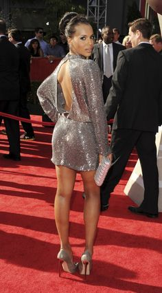 Kerry Washington in a sparkling silver Jenny Packham dress, Gio Diev shoes and H. Beautiful Black Women, Beautiful People, Olivia Pope Style, Estilo Glamour, Jessica Parker, Kerry Washington, Up Girl, Look Fashion, Dress To Impress