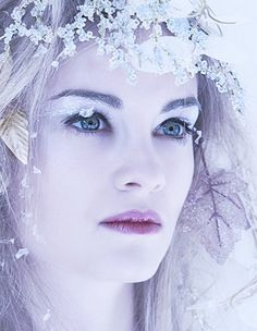 #winter makeup look    http://makinbacon.hubpages.com/hub/wintersnowicequeenprincessmakeupideastips