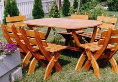 Drveni stolovi i stolice za dvoriste