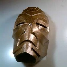 Just to show this #3DPrinted #DragonPriestMask is made up out of 4 pieces.  Soldered together.  #3DPrinting #Cosplay #Prop #Mask #Skyrim #3DPrintable #MyMiniFactory #Handpainted #DIY #Gameplay #Cosplayer #Gold #PLAFilament #PLA #Instagood #3DDruck #3DDrucker #impression3d #Print3D