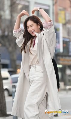Yuri Kwon Yuri, Raincoat, Jackets, Fashion, Rain Jacket, Down Jackets, Moda, Fashion Styles