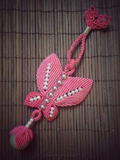 粉蝶戏珠小教程 第35步 Beaded Necklace Patterns, Crochet Necklace, Micro Macramé, Knots, Christmas Ornaments, Holiday Decor, Jewelry, Butterflies, Necklaces