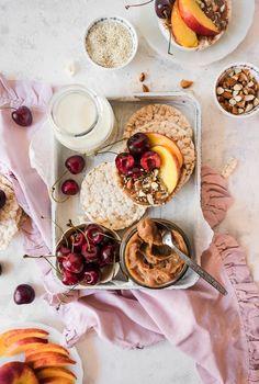 Υγιεινό άλειμμα καραμέλας από χουρμάδες – Let's Treat Ourselves Panna Cotta, Caramel, Food Photography, Treats, Cheese, Ethnic Recipes, Salt Water Taffy, Sweet Like Candy, Toffee