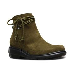 Complete your fashionable Fall wardrobe with the chic new Shelby Buck Boot from Dr. Martens! Showcasing a trendy ankle boot silhouette with sleek, curved lines, the Shelby Buck Boot is crafted with super soft buck suede leather uppers with a split shaft for easy entry, and subtle ankle-wrap laces for a secure fit.