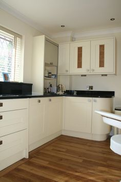 Curved units in this Painted Cream Shaker Kitchen