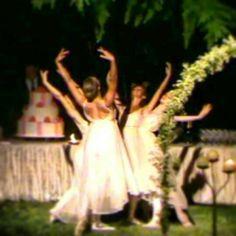 Una romantica esibizione di danza classica #dance #weddingideas #intrattenimento #spettacolo #balletto www.castellodegliangeli.com