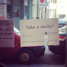 """""""Aqui, dulces y #Sonrisas... en cantidad!!! #takeasmile"""""""