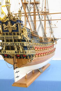 Ship model French Soleil Royal of close view of details Model Sailing Ships, Old Sailing Ships, Model Ship Building, Boat Building, Mercedes Stern, Wooden Model Boats, Scale Model Ships, Ship Drawing, Ship Paintings